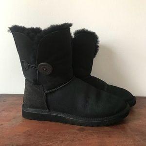 8a85119b5b7 Ugg Bailey Button 5803 Classic Black Sherpa Boots
